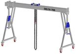 33960069 Wciągarka bramowa aluminiowa z możliwością przejazdu pod obciążeniem, z wózkiem pchanym i wciągnikiem łańcuchowym miproCrane DELTA 700M (udźwig: 1500 kg, szerokość: 4100 mm, wysokość: 2159/2550 mm)
