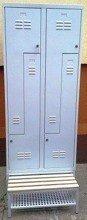 77157031 Szafa odzieżowa z przegrodami i ławką, 4 drzwi L (wymiary: 1800x800x480 mm)