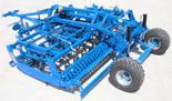 95247950 Kompaktowy agregat uprawowy U 684 wersja zawieszana z zębem SA i składana hydraulicznie, 45x12mm, redlica 40x215x6mm, 4 rzędy zębów (szerokość robocza: 4 m, liczba zębów: 39, zapotrzebowanie mocy: 125 KM)